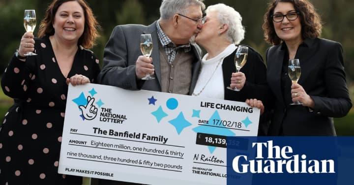 Trúng số cả trăm tỉ, đôi vợ chồng già vẫn sống rất giản dị